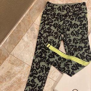 VS sport cheetah print leggings NWOT